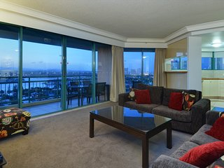 8 PEOPLE LARGE GROUP OR FAMILY OCEAN VIEWS a1802, Surfers Paradise