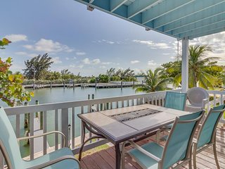 Waterfront home w/ a docks perfect for fishermen - manatees spotted in fall!, Marathon