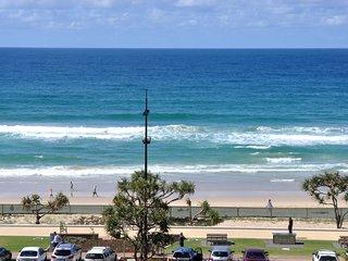 OCEAN VIEWS NEAR THE BEACH 3 BED HUGE APT. a123, Surfers Paradise