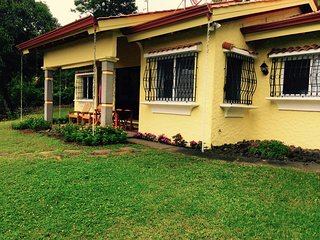 Casa Paraíso - Private 3 Bedroom House with lake view and babbling brook, Nuevo Arenal