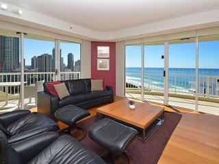 4 PERSON APARTMENT OCEAN VIEWS OPPOSITE BEACH A269, Surfers Paradise