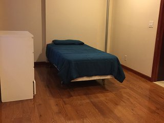 Big Size Lovely Private Room (Share apartment)