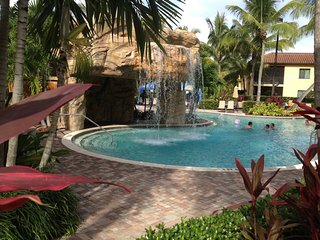 Summer Sale $119 thru Sep. Luxury Naples 2/2 Cottage. 4 Diamond Resort and Spa.