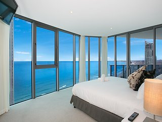 STUNNING APT 3 BED X 3 BATH 100M TO BEACH AT 25102, Surfers Paradise