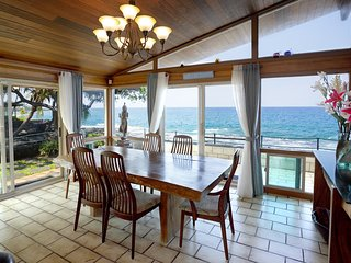 Oceanfront Kona Home- 5 Star Reviews - Private-Beach &Ocean Access-