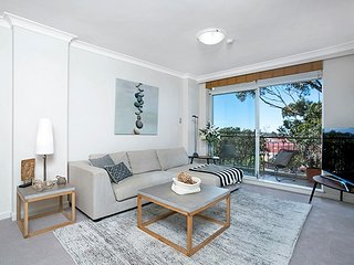 Stylish, Convenient Views, Easy City Access WATSN, Neutral Bay