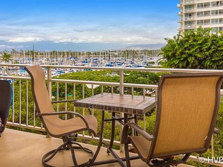 Ilikai 427 Ocean / Sunset / Marina  Views King Bed, Sofa Bed, Honolulu
