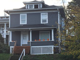CHARMING DOWNTOWN TACOMA HOME!!