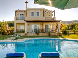 Villa DAFNI - Gerani Villas with private pool