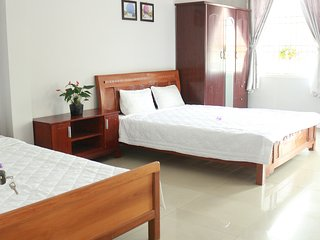 FAMILY ROOM & BALCONY NEAR BEACH - Mint Homestay