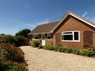 'Lilac Lea'- Bungalow for two in rural setting, Bere Regis