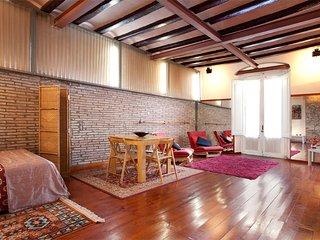 (R5) Apartment Barcelona Ramblas Gaudi 5