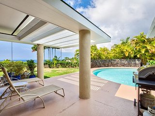 Halele'a Luxury Island Home w/4 Master Ste's, AC INCLUDED-POOL- Ocean Views!, Kailua-Kona
