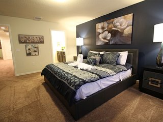 Brand new 5 BEDROOMS , 6 MILES TO DISNEY PARKS, Kissimmee
