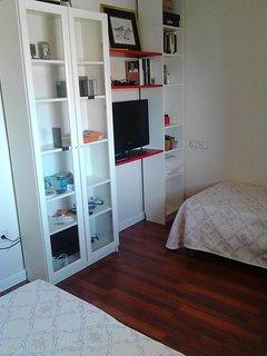 dormitorio 2 -11 m2 -dos camas  individual, muy luminoso
