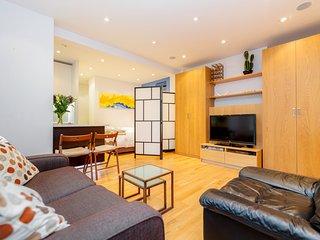 Great location in High St Kensington -large studio, London