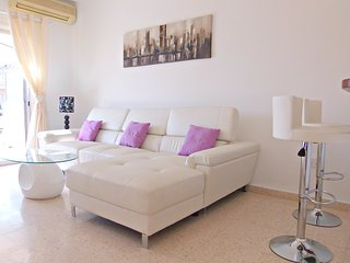Stunning 2 Bedroom Apt in Kato Paphos -Wifi -Pool, Pafos