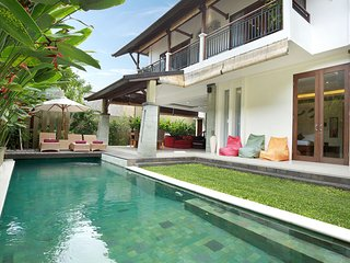 3 Bedroom Luxury Private pool villa, just 2 minutes from upmarket 'eat st'. K4., Seminyak