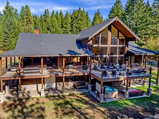 Grand Mini-Retreat near Suncadia! 6BR | 4.5BA | Hot Tub | WiFi | Sleeps 20, Ronald