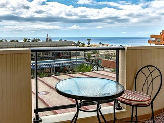 Palm Mar, 1 bedroom, sea-view apartment, WiFi, 100m to the beach
