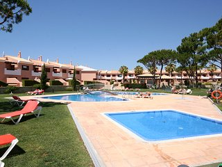 Vila Sol luxury 1 bedroom apartment sleeps 4, A/C, Wi-Fi, On Golf resort