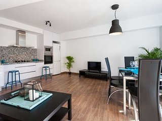 Angel Guimerà apartment in Extramurs – Botanic with WiFi, balcony & lift.