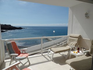 ANC835695| Beautiful FRONTLINE 2 Bedroom Apartment. 30 meters to beach. WiFi