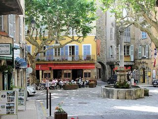 Var holiday gite in Provence France with terrace, sleeps 6