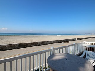 * OCEANFRONT * HUGE Private Deck * CLEAN * Family & Kid Friendly!