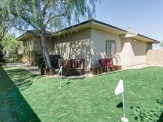 Lavish 4BR, 3.5BA Palm Springs Home w/ Casita - Private Pool & Lounge, Near D