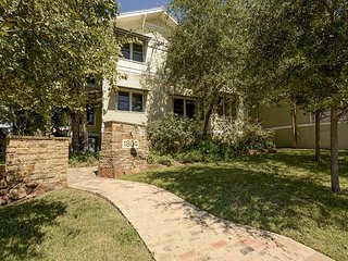 3BR, 2BA Townhome on W 6th St in Clarksville – 5-Star Energy Efficient, Austin