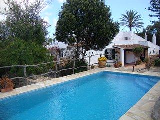 Casa rural con jardín y piscina privada. Wifi