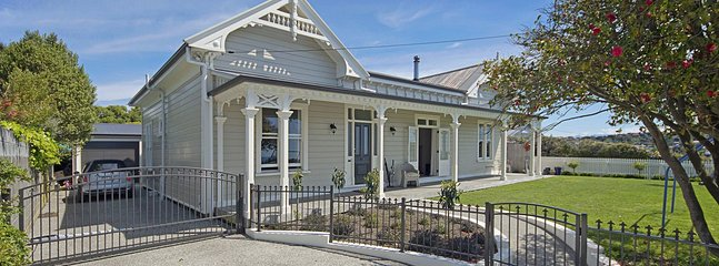Nelson Hilltop Haven - Beautiful Villa with Sea Views near CBD!