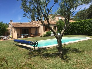 Villa piscine très calme , ambiance chaleureuse, Eguilles