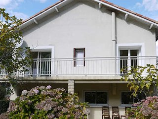 St Gervais sur Mare house to rent in France, pool