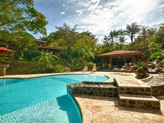 Casa Aislada Beautiful Secluded Home in Santa Ana