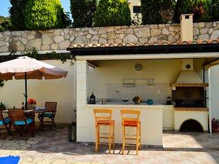 outdoor kitchen + bbq