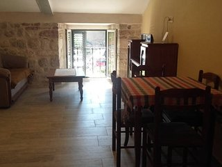 PUL 2...(1BDRM).Old Town just 30seconds far away, Kotor