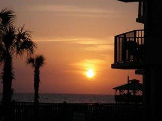 WALK 2 PINEAPPLE WILLYS -SUNBIRD 1107, Panama City Beach