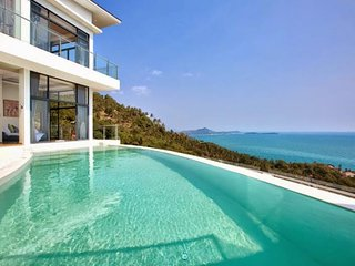 3194 - Unique and stylish with infinity pool and seaviews