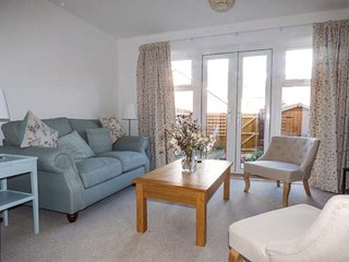 SAPLINGS, light and airy townhouse, two bedrooms, WiFi, enclosed courtyard, in Wells, Ref 930976