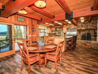 ~Seven Star Sunrise Retreat~Impeccable Lakeside Estate~Indoor Spa~Game Room~