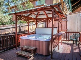 Pine View Cottage~Woodsy Mountain Retreat~Awesome Deck With Private Hot Tub~