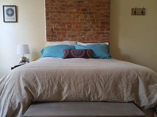 Charming bedroom in a townhouse duplex!, Jersey City