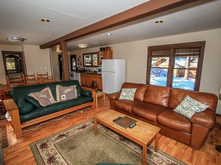 Red Fox Units 1 &2~Cozy Combo Cabins~Close To Town & The Lake~Nicely Furnished~