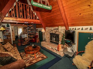 Cute & Cozy Mountain Cabin~Fireplace~BBQ~Kitchen~Nice Snow Play Hill On-Site~