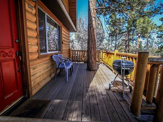 ~Gracie's Cabin~Adorable Log Home~Equipped~Deck~Serene Local~