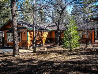 1525 - Angel's Camp Cabin - 2 FREE Kayak/Bike Rentals!