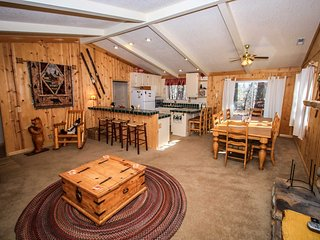 Angel's Camp Retreat~Cozy Furnishings & Fireplace~Equipped Kitchen~Pets Ok