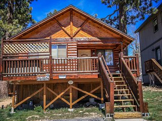 Bear Claw Bungalow Family Cabin~Outdoor Spa~Central Heat/Fireplace~Washer/Dryer~, Big Bear Region